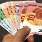 λεφτά σε χέρια