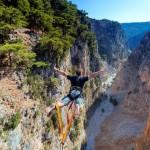 Βungee jumping από τη γέφυρα της Αράδαινας στην Κρήτη