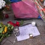 Άμστερνταμ: Λουλούδια στο σημείο όπου πυροβολήθηκε ο δημοσιογράφος