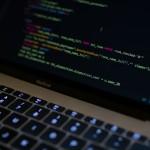 υπολογιστής με δεδομένα/ Unsplash