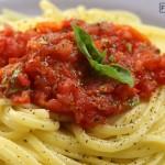 μακαρόνια με σάλτσα ντομάτας