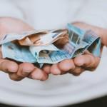 Χρήματα στα χέρια