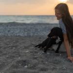 σκύλος στην παραλία