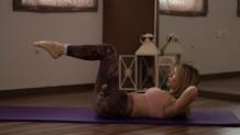Η γυμνάστρια Ράσια Ιωακειμίδου δείχνει ασκήσεις για τους κάτω κοιλιακούς