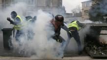 Χάος στο Παρίσι: Τα «κίτρινα γιλέκα» έφτασαν στην αψίδα του θριάμβου!