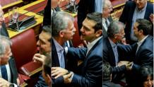 Ο Τσίπρας ασπάζεται τον Δανέλλη μετά την παροχή ψήφου εμπιστοσύνης