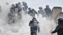Επεισόδια και δακρυγόνα στο συλλαλητήριο για τη Μακεδονία στο Σύνταγμα