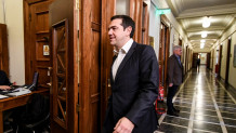 O Αλέξης Τσίπρας αποχωρεί από το υπουργικό συμβούλιο