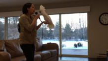Παπαγάλος Cockatoo τραγουδάει