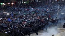 Διαδηλωτές στην Αλβανία