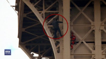 Άντρας σκαρφάλωσε στο γαλλικό μνημείο