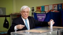 Ο Προκόπης Παυλόπουλος ψηφίζει