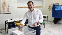 Ο Αλέξης Τσίπρας ψηφίζει