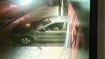 Κλεμμένο αυτοκίνητο μπούκαρε σε κατάστημα