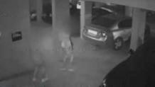 Κλέφτες σε πυλωτή στη Θεσσαλονίκη από κάμερα ασφαλείας