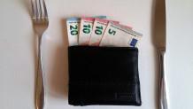 Μαχαιροπίρουνα και πορτοφόλι