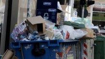 Ξέχειλοι κάδοι σκουπιδιών