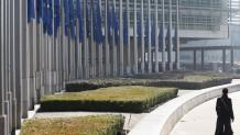 σημαίες στο κτίριο της Κομισιόν