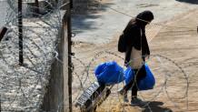 Μετανάστης στο στρατόπεδο Κορίνθου