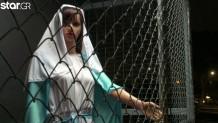Η Παναγία σε κλουβί έξω από εκκλησία στην Καλιφόρνια