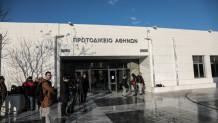 πανό έξω από το Πρωτοδικείο Αθηνών για τη δίκη Τοπαλούδη