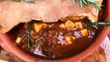 μοσχαράκι σε πήλινο με μανιτάρια porto bello