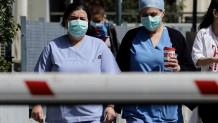 Νοσηλευτές με μάσκες