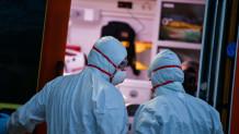 Νοσηλευτές με στολή κορωνοϊού