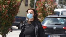 Γυναίκα με μάσκα