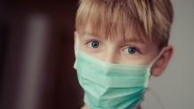 Αγόρι με μάσκα