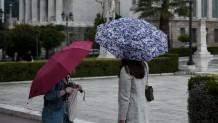 κοπέλες με ομπρέλες