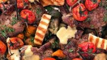 χοιρινές μπριζόλες με μελιτζάνες και ταχίνι