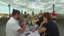 φαγοπότι στη γέφυρα της Πράγας