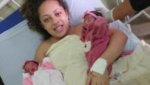 η γυναίκα με τα μωρά της