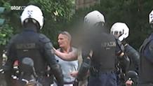 Βίντεο Star:Αστυνομικός Του Σύριζα Παρεμποδίζει Σύλληψη Διαδηλωτή