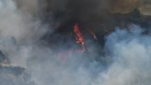 Πυροσβέστης σε φωτιά