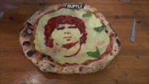 πίτσα με το πρόσωπο του Μαραντόνα