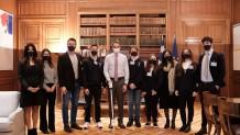Μητσοτάκης και ομάδα Plaisiobots