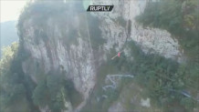 ακροβατικά πάνω από το φαράγγι Bai Zhang Pu