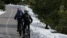 Πάρνηθα χιόνι ποδηλάτες
