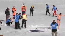 κολύμπησε 80 μέτρα κάτω από τον πάγο
