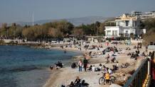 Lockdown Αττική: Λαοθάλασσα στον Φλοίσβο και στις παραλίες