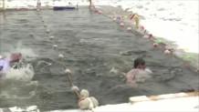 βούτηξαν σε παγωμένα νερά στη Ρωσία