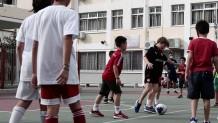 παιδια παιζουν ποδοσφαιρο