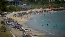 Καύσωνας στην Αττική: Το αδιαχώρητο στις παραλίες - Σε ποιες είναι δωρεάν
