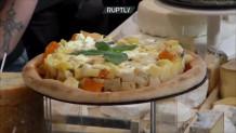 Pizza με τουλάχιστον 834 γαλλικά είδη τυριού