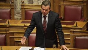 O υφυπουργός Κοινωνικής Ασφάλισης Τάσος Πετρόπουλος στη Βουλή