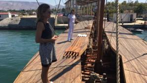 Η Ευγενία Μανωλίδου έπεσε στη θάλασσα από τριήρη