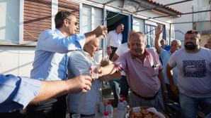 Με μαντινάδες υποδέχθηκαν τον Μητσοτάκη στην Κρήτη