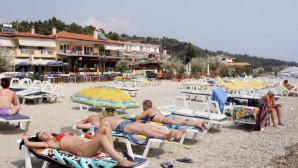 Παραλία και τουρίστες στη Χαλκιδική